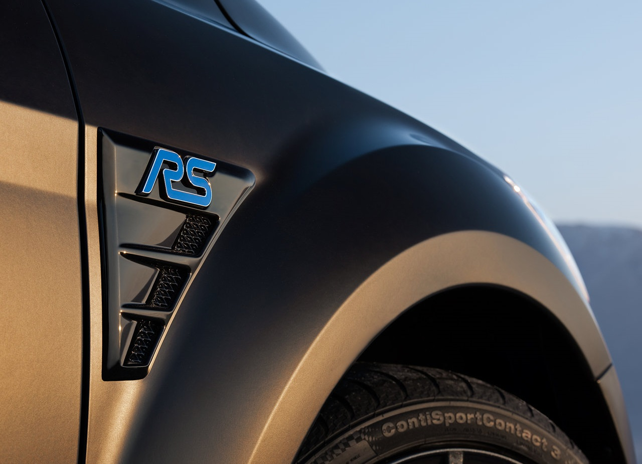 Ford-Focus_RS500-2011-FrRWing