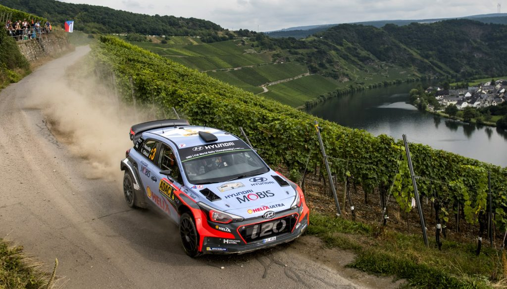 Thierry Neuville a terminé en force, s'adjugeant la Power Stage, mais il a échoué pour 1/10 de seconde derrière Dani Sordo. (photo Red Bull/Ree)