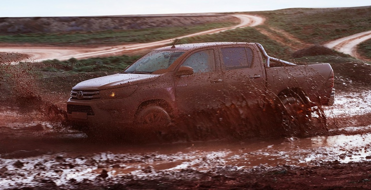 toyota-hilux-2015-boue