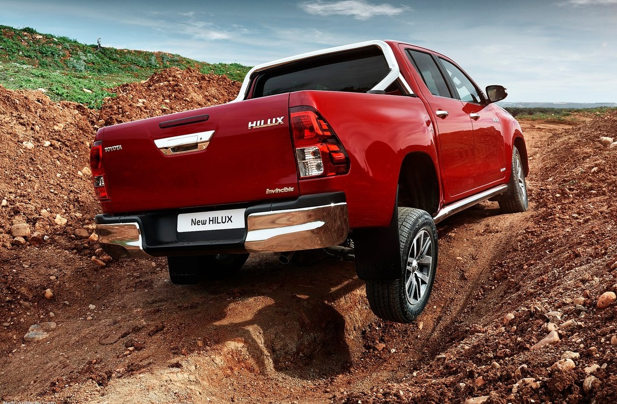 toyota-hilux-2015-boue2