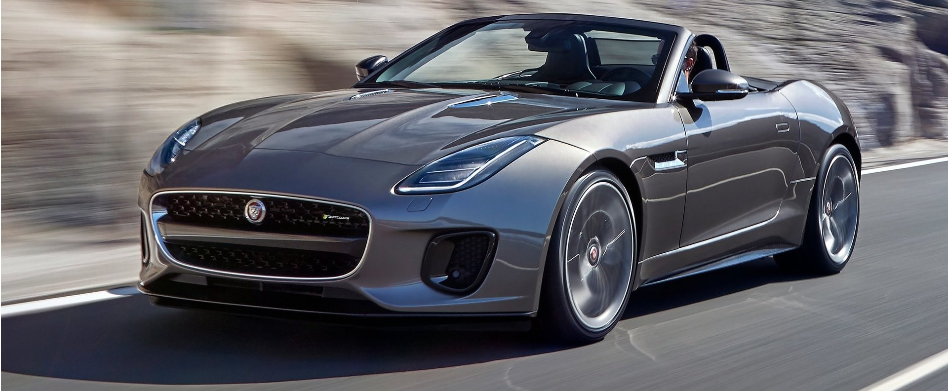 jaguar f type un 4 cylindres de 300 ch speed magazine. Black Bedroom Furniture Sets. Home Design Ideas